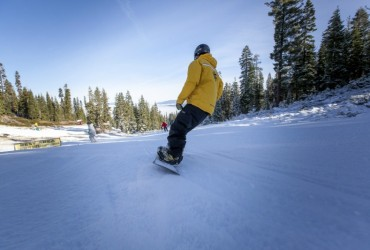 Heavenly, Northstar stage opening day; Squaw gets 5 inches new snow